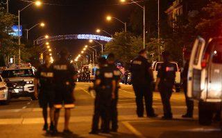 Η ελληνική συνοικία του Τορόντο γεμάτη από αστυνομικές δυνάμεις. Αυτόπτες μάρτυρες δήλωσαν ότι έπεσαν περισσότεροι από είκοσι πυροβολισμοί.
