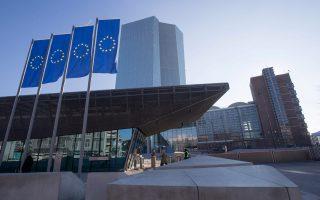 Η επιβεβαίωση της ΕΚΤ, για διατήρηση των επιτοκίων στα τρέχοντα επίπεδα τουλάχιστον έως το καλοκαίρι του 2019, οδήγησε το κοινό νόμισμα σε πτώση, με την ισοτιμία ευρώ/δολ. να υποχωρεί σε χαμηλό μιας εβδομάδας στις αγορές της Ευρώπης.