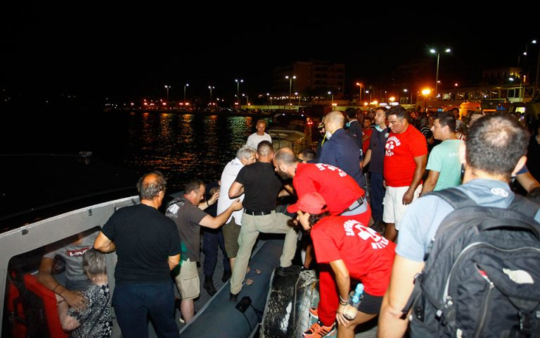 Ν. Σαντορινιός: Απεγκλωβίστηκαν τουλάχιστον 700 άνθρωποι από τις ακτές της Ραφήνας