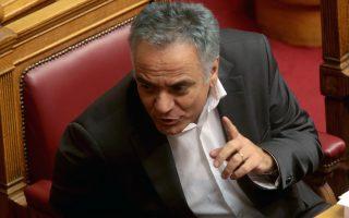 Ο υπουργός Εσωτερικών Πάνος Σκουρλέτης παρίσταται στη συζήτηση και ψήφιση επί της αρχής των άρθρων και του συνόλου του Σ/Ν του Υπουργείου Εσωτερικών