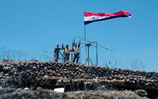 Σύροι στρατιώτες μετά την ανακατάληψη προπυργίου των ανταρτών.