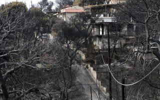 Καμένη έκταση με κατοικίες από τη φονική πυρκαγιά στο Κόκκινο Λιμανάκι στη Ραφήνα Αττικής, Πέμπτη 26 Ιουλίου 2018. Στους 83 αυξήθηκε ο αριθμός των θυμάτων από τις φονικές πυρκαγιές στο Μάτι, καθώς πριν από λίγο, όπως ανακοίνωσε το υπουργείο Υγείας, κατέληξε ακόμη ένας άνδρας 73 ετών, νοσηλευόμενος στη ΜΕΘ του ΚΑΤ. ΑΠΕ-ΜΠΕ/ΑΠΕ-ΜΠΕ/ΣΥΜΕΛΑ ΠΑΝΤΖΑΡΤΖΗ