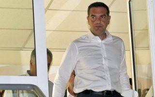 Ο πρωθυπουργός Αλέξης Τσίπρας προσέρχεται να κάνει δηλώσεις στα μέσα μαζικής ενημέρωσης σε μία διακοπή της σύσκεψης ενημέρωσης που είχε με τους αρμόδιους υπουργούς, που πραγματοποιήθηκε στο Συντονιστικό Κέντρο Επιχειρήσεων της Πυροσβεστικής στο Χαλάνδρι, για τις πυρκαγιές που μαίνονται, στην Αττική, Δεύτερα 23 Ιουλίου 2018. Στη σύσκεψη με τον πρωθυπουργό πήραν μέρος οι υπουργοί Εσωτερικών Πάνος Σκουρλέτης, Υποδομών και Μεταφορών Χρήστος Σπίρτζης, ο αναπληρωτής υπουργός Περιβάλλοντος και Ενέργειας Σωκράτης Φάμελος, ο αναπληρωτής υπουργός Εσωτερικών αρμόδιος για θέματα Προστασίας του Πολίτη Νίκος Τόσκας, ο αναπληρωτής υπουργός Υγείας Παύλος Πολάκης, ο υπουργός Επικρατείας και Κυβερνητικός Εκπρόσωπος Δημήτρης Τζανακόπουλος και ο Γραμματέας της Κεντρικής Επιτροπής του ΣΥΡΙΖΑ Παναγιώτης Ρήγας και η περιφερειάρχης Ρένα Δούρου.