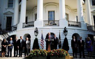 Στον Λευκό Οίκο κάποιοι ζητούν βομβαρδισμούς το ταχύτερο και άλλοι επιδιώκουν «απλώς» την κατάρρευση της ιρανικής οικονομίας.