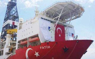 Το πλωτό γεωτρύπανο «Fatih» παραμένει ελλιμενισμένο στην Αττάλεια, αναμένοντας κατευθύνσεις.