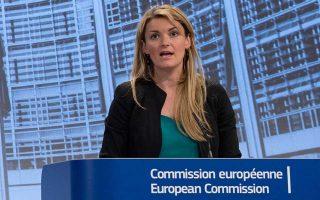 Στην τακτική ενημέρωση Τύπου, η εκπρόσωπος της Κομισιόν Μίνα Αντρέεβα τόνισε πως οι προβλέψεις του ΔΝΤ για την Ελλάδα είναι «μονίμως απαισιόδοξες» και πως το Ταμείο χρειάστηκε στο παρελθόν να τις αναθεωρήσει.