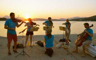 Το φεστιβάλ, για όγδοη χρονιά, επιστρέφει στον Πόρο, στα Μέθανα, στον Γαλατά, στην Yδρα και στις Σπέτσες.