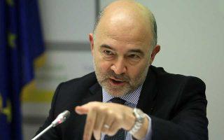 Ο Πιερ Μοσκοβισί επικρίνει την Ευρώπη για έλλειψη δημοκρατικότητας στη λήψη αποφάσεων που αφορούσαν την Ελλάδα. Οι τελικές αποφάσεις, σημειώνει, λαμβάνονταν στο Eurogroup, χωρίς πραγματικό δημοκρατικό έλεγχο. «Προσωπικά δεν αισθανόμουν καλά όταν πίσω από κλειστές πόρτες αποφασίζαμε για το μέλλον εκατομμυρίων Ελλήνων».
