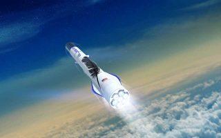 Στο επίκεντρο του ενδιαφέροντος του Τζεφ Μπέζος βρίσκεται η παραγωγή του πυραύλουNew Glenn. Οπως έχει εξαγγείλει, αυτό το διαστημικό σκάφος θα μπορεί να μεταφέρει ανθρώπους και δορυφόρους σε τροχιά γύρω από τη Γη.