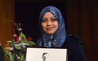 Η σύζυγος του έγκλειστου ακτιβιστή Ουαλίντ Αμπού αλ Χαΐρ όταν παρελάμβανε το βραβείο Πάλμε το 2013.
