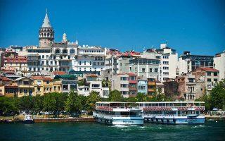 Το τουρκικό δημόσιο άντλησε χθες 4,1 δισ. τουρκικές λίρες, ποσό αντίστοιχο των 375 εκατ. δολ., σε δημοπρασία πενταετών και δεκαετών ομολόγων. Αρχικός στόχος για τον δανεισμό τον Αύγουστο ήταν να αντλήσει 2,3 δισ. δολ. Είχε, όμως, ήδη περιορίσει τις προσδοκίες του στα 2,1 δισ. δολ., δεδομένων των πιέσεων στα τουρκικά ομόλογα.