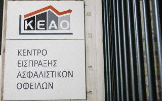 Σύμφωνα με πληροφορίες, ο υφ. Κοινωνικών Ασφαλίσεων Τάσος Πετρόπουλος έχει ήδη ενημερώσει το ΚΕΑΟ, ώστε να «παγώσει» κάθε διαδικασία αναγκαστικής είσπραξης προς τους δεκάδες χιλιάδες οφειλέτες που αναμένουν να ενταχθούν στη διάταξη.