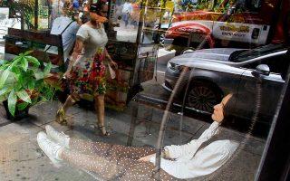 Τα «δωμάτια ύπνου» έχουν κατακτήσει ολόκληρο τον κόσμο. Στη φωτογραφία απεικονίζεται μια γυναίκα να ξεκουράζεται στο Nap New York.