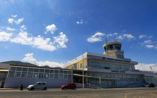 Το αεροταξί των 17 θέσεων της Ege Jet θα αναχωρεί από το αεροδρόμιο «Οδυσσέας Ελύτης» της Μυτιλήνης στις 8.45 το πρωί και το κόστος μεταφοράς στο αεροδρόμιο «Αντνάν Μεντερές» της Σμύρνης θα είναι 56,5 ευρώ. Η πτήση θα διαρκεί 45 λεπτά.