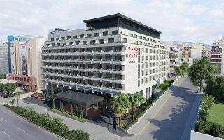 Το Grand Hyatt Athens είναι η πρώτη συνεργασία του Γιάννη και της Τίνας Δασκαλαντωνάκη με τη Henderson Park, ιδιοκτήτρια κορυφαίων εμβληματικών ξενοδοχείων, όπως το Le Meridien και το Westin στο Παρίσι και τα Hilton σε Λονδίνο και Μπέρμιγχαμ, και αναμένεται, σύμφωνα με πληροφορίες της «Κ», να υπάρξει συνέχεια.
