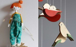 Αριστερά, η αναγνώριση για τα παιχνίδια «Hersin means made by hand» ήρθε από τη βρετανική Vogue. Τα παιχνίδια είναι όλα χειροποίητα.