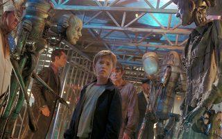 Στιγμιότυπο από τη συγκλονιστική ταινία του Στίβεν Σπίλμπεργκ «Artificial Intelligence» («Tεχνητή Νοημοσύνη»): στο κοντινό μέλλον, μια οικογένεια «υιοθετεί» τον Ντέιβιντ, το πρώτο ρομπότ-παιδί που έχει προγραμματιστεί να αγαπά τους γονείς του...