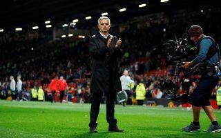 Ο Ζοζέ Moυρίνιο χειροκρότησε για πολλή ώρα όσους οπαδούς της Γιουνάιτεντ δεν έφυγαν από το γήπεδο. Λίγα λεπτά μετά, ο Πορτογάλος προπονητής αποχώρησε από τη συνέντευξη Τύπου, εκνευρισμένος από τις ερωτήσεις δημοσιογράφων.