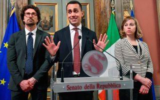 «Δεν αποκλείω την περίπτωση να παραβιάσουμε το όριο του 3%, τα πάντα είναι πιθανά. Αλλά δεν μπορούμε να το πούμε αυτή τη στιγμή, διότι βρισκόμαστε στη φάση επεξεργασίας του προϋπολογισμού», δήλωσε ο Λουίτζι ντι Μάιο, αντιπρόεδρος της ιταλικής κυβέρνησης, στην εφημερίδα Il Fatto Quotidiano.