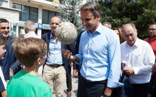 Από τα Γρεβενά, ο πρόεδρος της Ν.Δ. Κυρ. Μητσοτάκης κατηγόρησε την κυβέρνηση των ΣΥΡΙΖΑ-ΑΝΕΛ ότι «έχει καθηλώσει τη χώρα σε μια παρατεταμένη κατάσταση παρακμής».