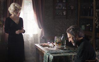 Η... Μέριλιν βάζει φωτιές στον ιερέα Γκιόργκι, που μετακομίζει σε ορεινό χωριό της Γεωργίας.