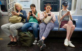 «Πολλοί μεγάλοι,  αλλά και έφηβοι και 20άρηδες, ταυτίζουν ουσιαστικά το Διαδίκτυο με το Facebook, το Instagram, το Youtube και κάποιες ακόμη εφαρμογές chatting και αυτό είναι μια πραγματικότητα που οφείλουμε να αντιμετωπίσουμε», λέει ο νεαρός πληροφορικάριος.