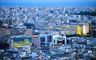 Η μεγάλη ώθηση που έχουν δώσει στην αγορά κατοικίας της Αθήνας οι μισθώσεις Airbnb και το πρόγραμμα της «χρυσής βίζας» αποτυπώθηκε και στα στοιχεία της Τραπέζης της Ελλάδος για την πορεία των τιμών. Κατά το δεύτερο τρίμηνο του 2018, οι τιμές πώλησης κατοικιών στην Αθήνα αυξήθηκαν κατά 1,2% σε σύγκριση με το αντίστοιχο περυσινό διάστημα. Πρόκειται για τον υψηλότερο ρυθμό ανόδου της τελευταίας δεκαετίας.