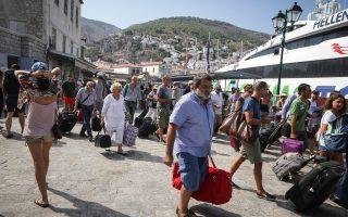Τουλάχιστον 30% των τουριστών, μετά το μπλακ άουτ στην Υδρα, ακύρωσαν την κράτησή τους στα ξενοδοχεία και αποχώρησαν από το νησί. Πολλοί μάλιστα ζήτησαν όχι μόνο να τους επιστραφούν τα καταβληθέντα, αλλά και να τους δοθεί αποζημίωση για ηθική βλάβη.