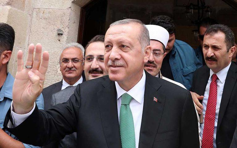 «Μας επιτίθενται οικονομικοί δολοφόνοι», λέει ο Ταγίπ Ερντογάν