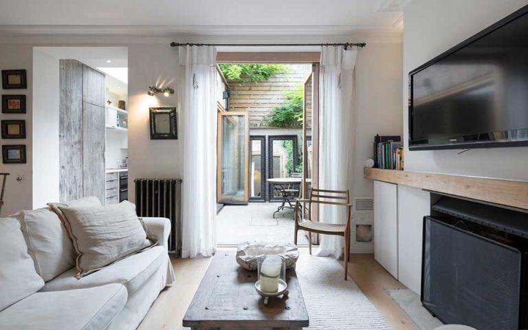 10-chronia-airbnb-me-dynamiko-anoigma-stin-polyteleia-2267545