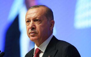 Ο Ταγίπ Ερντογάν δήλωσε ότι «αν μετατρέψουμε τα χρήματά μας σε ξένο συνάλλαγμα επειδή διαβλέπουμε κίνδυνο, τότε υποκύπτουμε στον εχθρό».
