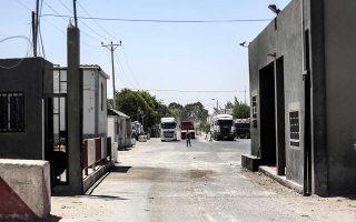 Φορτηγά μεταφέρουν αγαθά στη Γάζα ύστερα από το άνοιγμα του περάσματος Κερέμ Σαλόμ από το Ισραήλ.