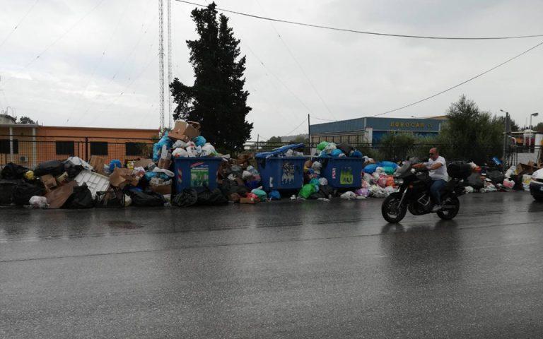 Λόφοι σκουπιδιών και επεισόδια στην Κέρκυρα