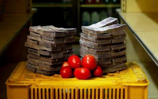 Οι τιμές των αγαθών στη Βενεζουέλα αυξήθηκαν τον Ιούλιο περισσότερο από 82.700% και, ως εκ τούτου, οι κάτοικοι της χώρας δυσκολεύονται να αγοράσουν βασικά είδη, όπως ένα κιλό ντομάτες ή ένα σαπούνι.