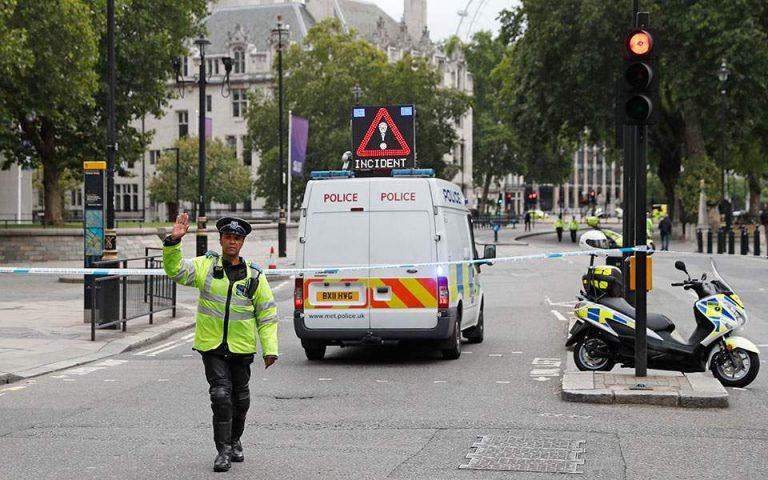 Για απόπειρα δολοφονίας κατηγορείται ο 29χρονος για το συμβάν έξω από το Βρετανικό κοινοβούλιο