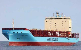 i-maersk-stelnei-to-proto-ploio-me-konteiner-ston-arktiko-kyklo0