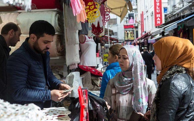 Πιστωτική ασφυξία και ύφεση προβλέπει το IIF για την Τουρκία