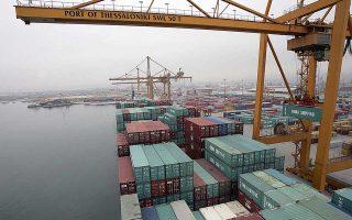 Οι τελωνειακοί υποστηρίζουν ότι οι αντιδράσεις δεν έχουν βάση, δεδομένου ότι στο λιμάνι ολοκληρώνεται προσεχώς από τη νέα διοίκηση του Οργανισμού Λιμένος χώρος προσωρινής εναπόθεσης εμπορευματοκιβωτίων.