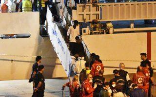 Την απoβίβαση των 29 ασυνόδευτων ανηλίκων που επέβαιναν στο σκάφος «Diciotti» επέτρεψε χθες η ιταλική κυβέρνηση. Την ίδια ώρα, ο Λουίτζι ντι Μάιο δήλωνε πως, αν δεν επιτευχθεί συμφωνία για την κατανομή των προσφύγων, η Ιταλία δεν είναι διατεθειμένη να συνεχίσει τη χρηματοδότηση προς την Ε.Ε.