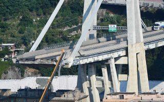 Στο κομμάτι που κατέρρευσε είχε τοποθετηθεί γερανογέφυρα για επισκευές.