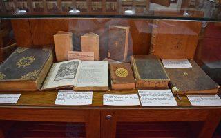Τα βιβλία του Κωνσταντίνου Νικολόπουλου, γνωστού με το ψευδώνυμο Αγαθόφρων, θεμελίωσαν την ιστορική βιβλιοθήκη της Ανδρίτσαινας (φωτ.). Μια σπάνια συλλογή 4.000 τόμων, με εκδόσεις οι οποίες χρονολογούνται στις αρχές της τυπογραφίας. Ο Νικολόπουλος πέθανε μόνος, καθώς δεν είχε οικογένεια, τα «παιδιά» του όμως, τα πολύτιμα βιβλία του, θα τα γνωρίσουμε σε μια μεγάλη έκθεση στο Εθνικό Ιστορικό Μουσείο της Αθήνας.