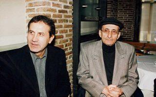«Ηταν άνθρωπος της οικογένειάς μου ο Μάνος», λέει χαρακτηριστικά  ο Γιώργος Νταλάρας στην «Κ» για τον καλό του φίλο.