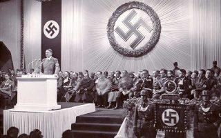 Ο Αδόλφος Χίτλερ σε ομιλία του ενώπιον στελεχών του ναζιστικού κόμματος, στο Ράιχενμπεργκ της Βαυαρίας στις 2 Δεκεμβρίου 1938.