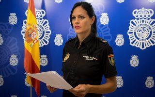 H Eλίζα Ρεμπόλο, εκπρόσωπος Τύπου της Ισπανικής Εθνικής Αστυνομίας, ανακοινώνει την απόφαση για τη σύλληψη του Τζος Μπρεχ, ο οποίος θεωρείται δράστης της δολοφονίας ενός εντεκάχρονου αγοριού πριν από 20 χρόνια.