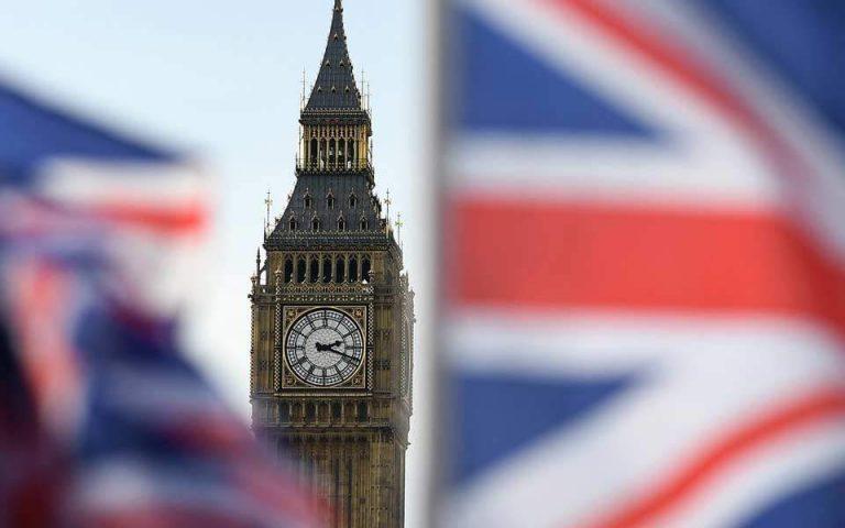 Η χαμηλή ανεργία «χρυσώνει» στους πολίτες το χάπι του Brexit
