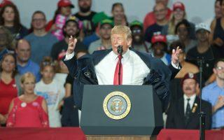 Η ομιλία του Ντόναλντ Τραμπ στο Οχάιο, όπου ο εκλεκτός του, Τρόι Μπάλντερσον, προηγείται αλλά περιμένει και τις «επιστολικές» ψήφους.