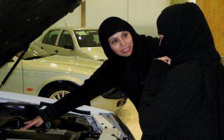 Το καθεστώς θέλει να εμφανίσει ως δώρο το γεγονός ότι επέτρεψε στις γυναίκες να οδηγούν, όχι ως αποτέλεσμα 25χρονου αγώνα.