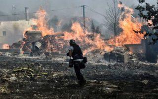 Η τραγική καταστροφή με τις πρόσφατες πυρκαγιές στην Αττική, που μας προετοιμάζουν για επαναλαμβανόμενα παρόμοια φαινόμενα φυσικών καταστροφών, καθιστά πλήρως εμφανή τη δυσβάσταχτη ανεπάρκεια  των δημόσιων υπηρεσιών.