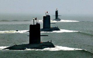 Κινεζικά υποβρύχια αποπλέουν από τον ναύσταθμο του Νινγκμπό στην ανατολική Κίνα.