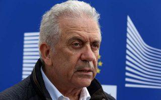 Ο Ευρωπαίος επίτροπος Μετανάστευσης, Εσωτερικών Υποθέσεων και Ιθαγένειας Δημήτρης Αβραμόπουλος κάνει δηλώσεις μετά την ολοκλήρωση της επίσκεψης στον προσφυγικό καταυλισμό της Ριτσώνας, 30χλμ βόρεια της Αθήνας, Πέμπτη 12 Απριλίου 2018. ΑΠΕ-ΜΠΕ/ΑΠΕ-ΜΠΕ/Αλέξανδρος Μπελτές